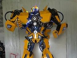 金属诱惑:从钢铁艺术里跑出来的大黄蜂