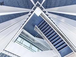 极简主义   白色 · 蓝色 · 楼梯