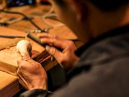 阿明探访:玉龙雪山下幽静小村里的手工烟斗工作室