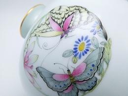 【釉上彩瓷】仿雍正珐琅彩蝴蝶团花小梅瓶一个