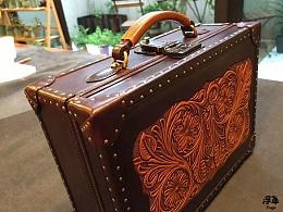 复古皮雕箱子