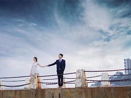 那一件薄薄的婚纱,承载着我们许多的梦想和希望。