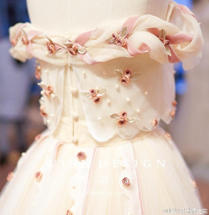查看《婚纱也可以很少女,兰奕的小玫瑰》原图,原图尺寸:690x711