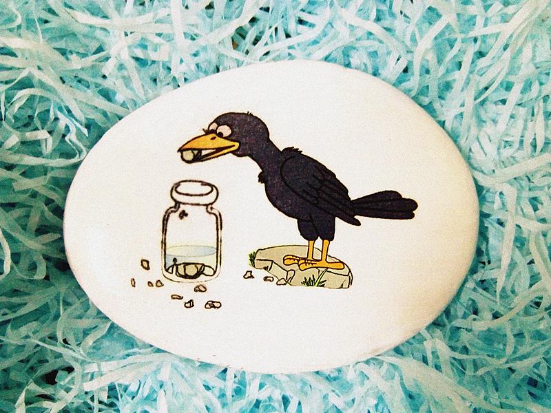 乌鸦把小石头放在瓶子里.图片