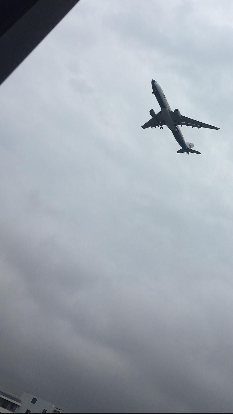 近距离拍摄飞机 高清摄影