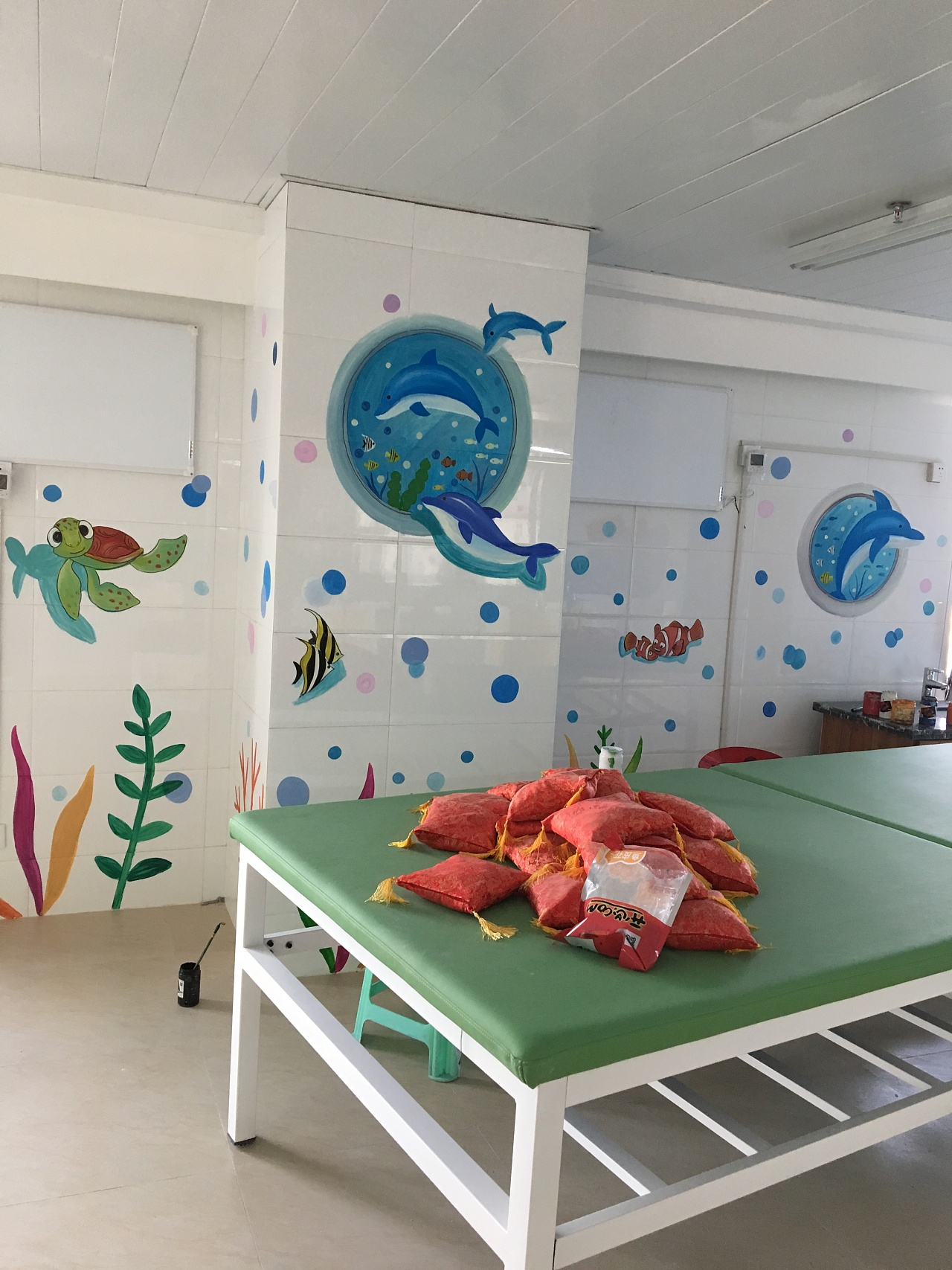 婴儿游泳馆手绘墙,墙体彩绘