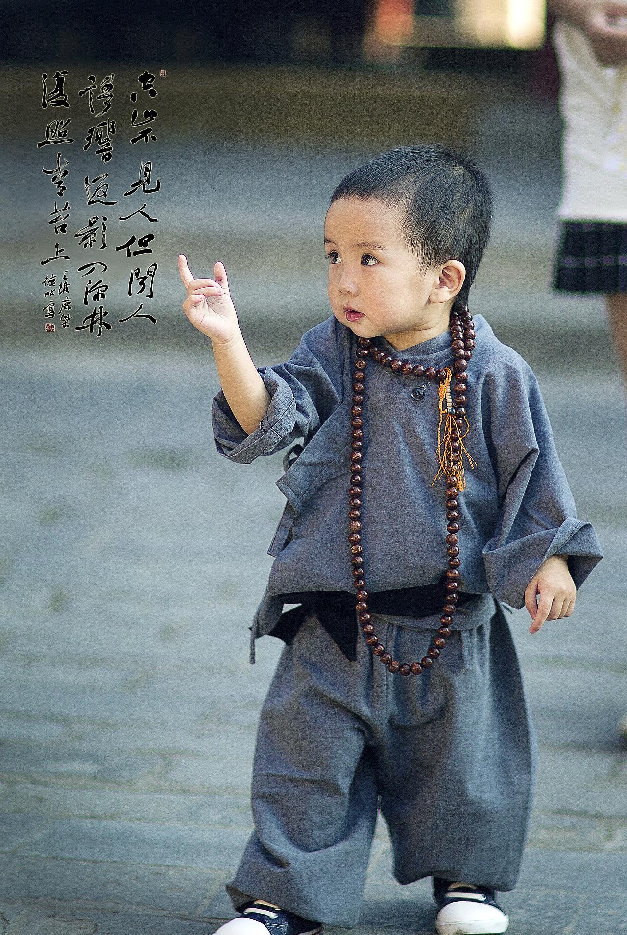 拿着你给你的照片_佛主殿前的小和尚 摄影 人像 韩文静很文静 - 原创作品 - 站酷 (ZCOOL)