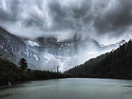 水光潋滟,山色空蒙,亚丁灰