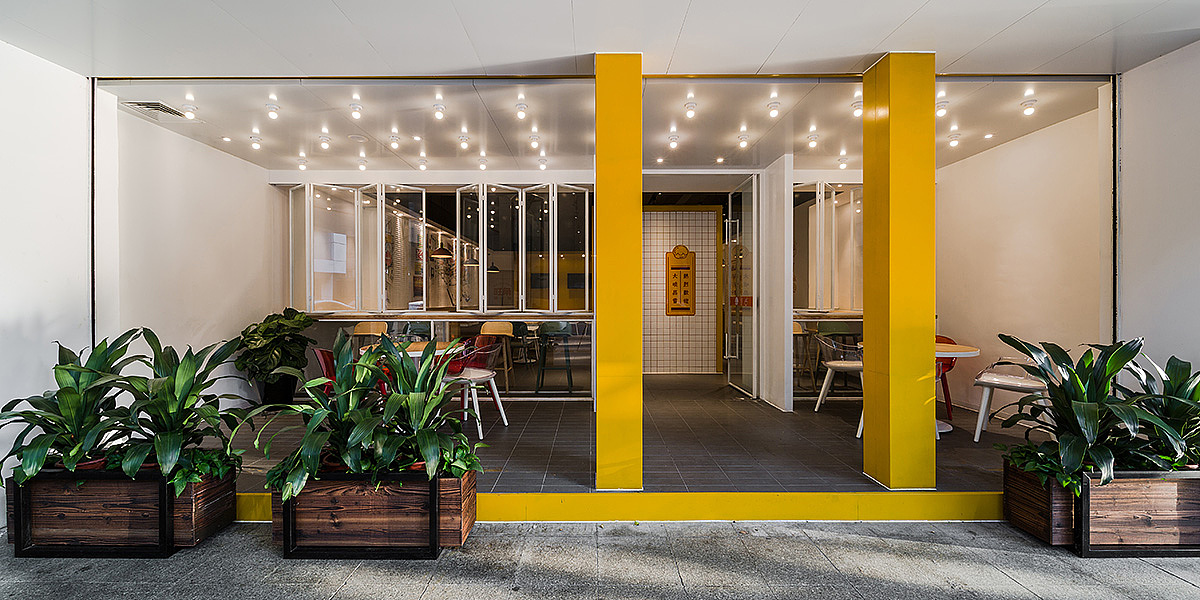 轻快餐店 · 餐饮空间设计_香港 旺角鸡仔面 中山店