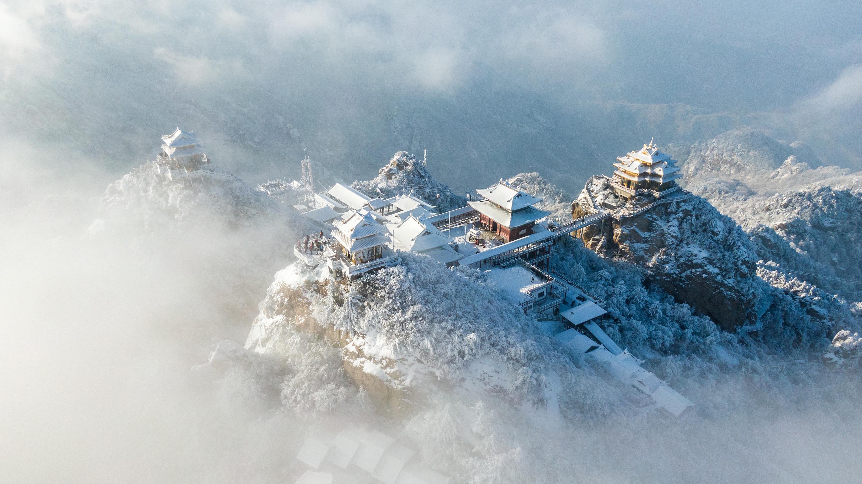 """全球黄金最多的山顶下雪后就成了""""云顶天宫"""",是老子得道之地  盗墓笔记中出现的地名"""