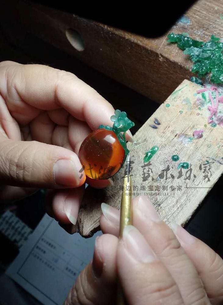 查看《代波军艺术珠宝定制-----蜜蜡就像黄昏的后花园》原图,原图尺寸:731x1000