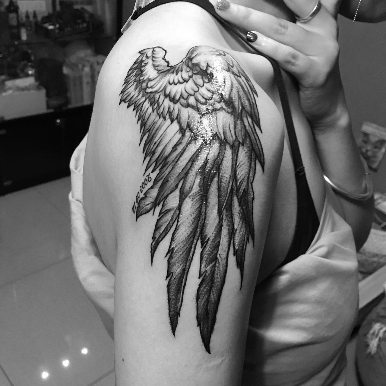 翅膀羽毛纹身图片