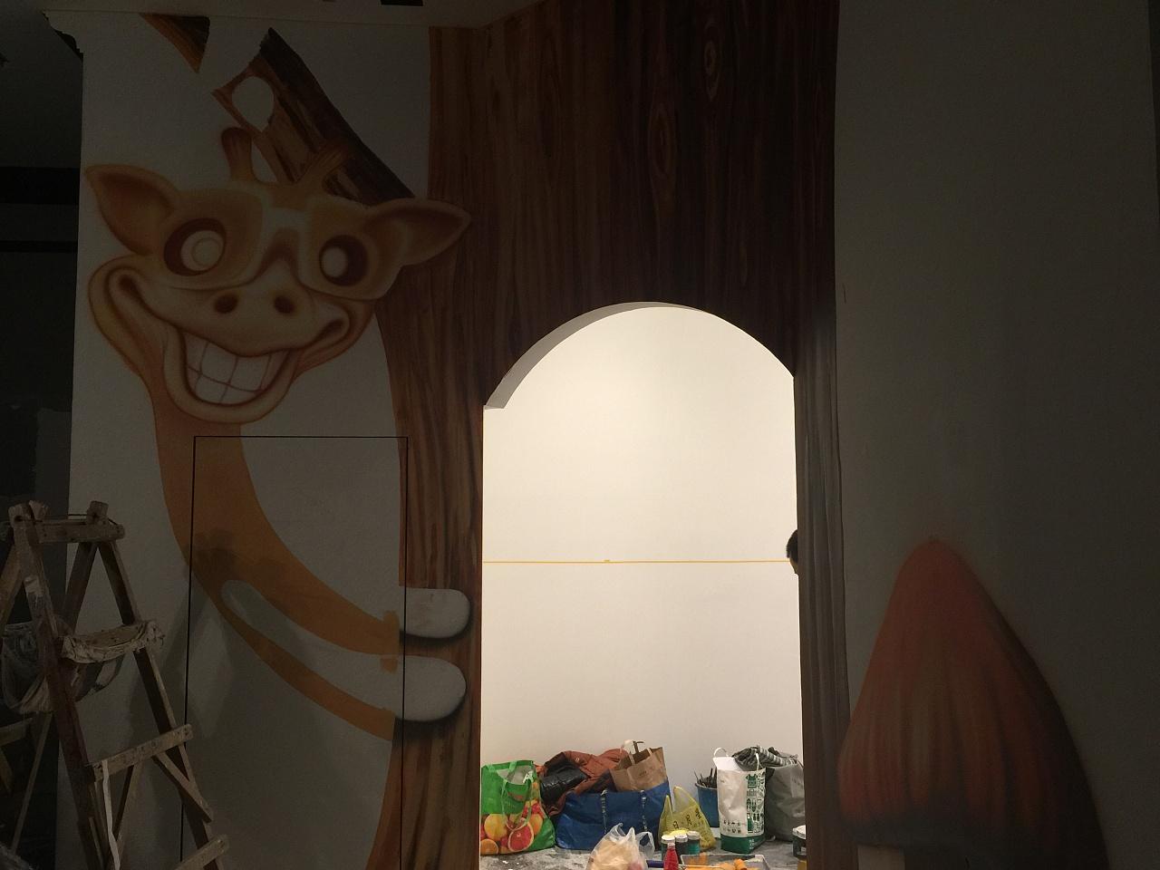 泰中心儿童乐园3D森林主题墙绘立体画现场绘制步骤