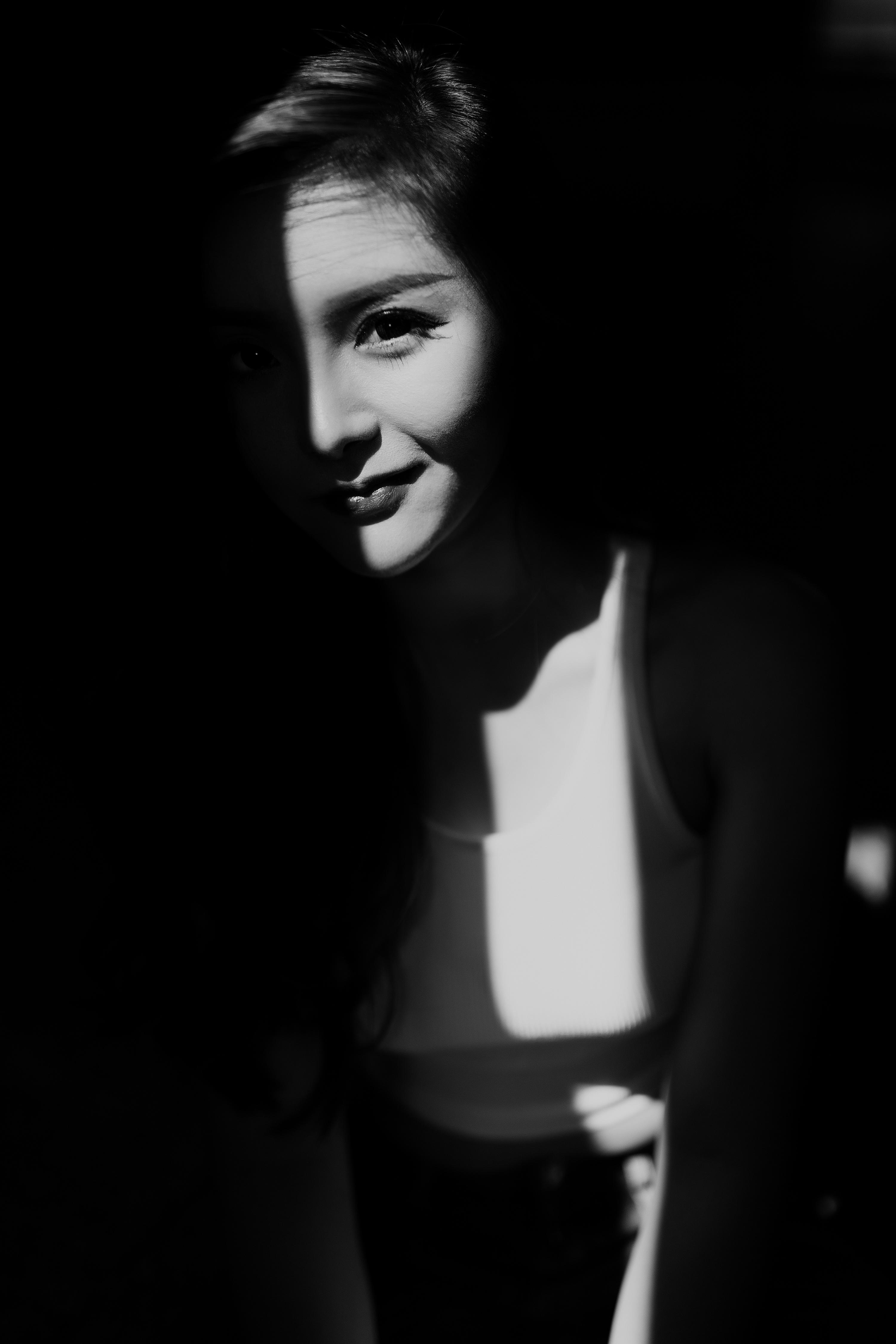 穿过你的黑发我的脸_穿过我的镜头你的脸 摄影 人像 MixMico - 原创作品 - 站酷 (ZCOOL)