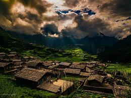 太阳照在扎尕那村