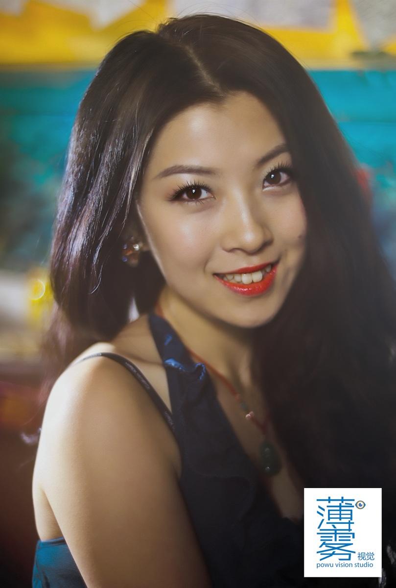 青春酒吧美女口红公路美女诞生室外v青春的写真高清人物图片