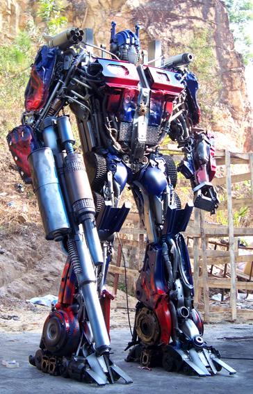 查看《铁的传奇为客户定做的变形金刚三大名角:擎天柱、威震天、红蜘蛛》原图,原图尺寸:364x567