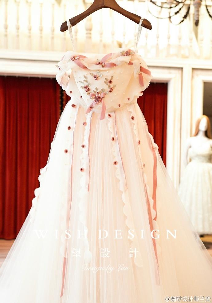 查看《婚纱也可以很少女,兰奕的小玫瑰》原图,原图尺寸:690x986