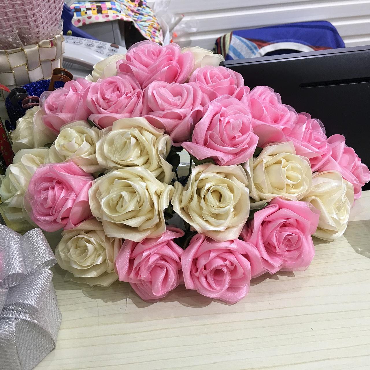 娇艳手工丝带玫瑰花图片