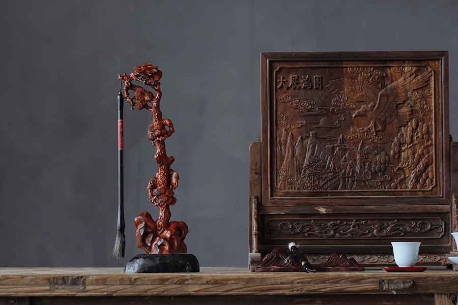 查看《松树笔挂》原图,原图尺寸:1440x960