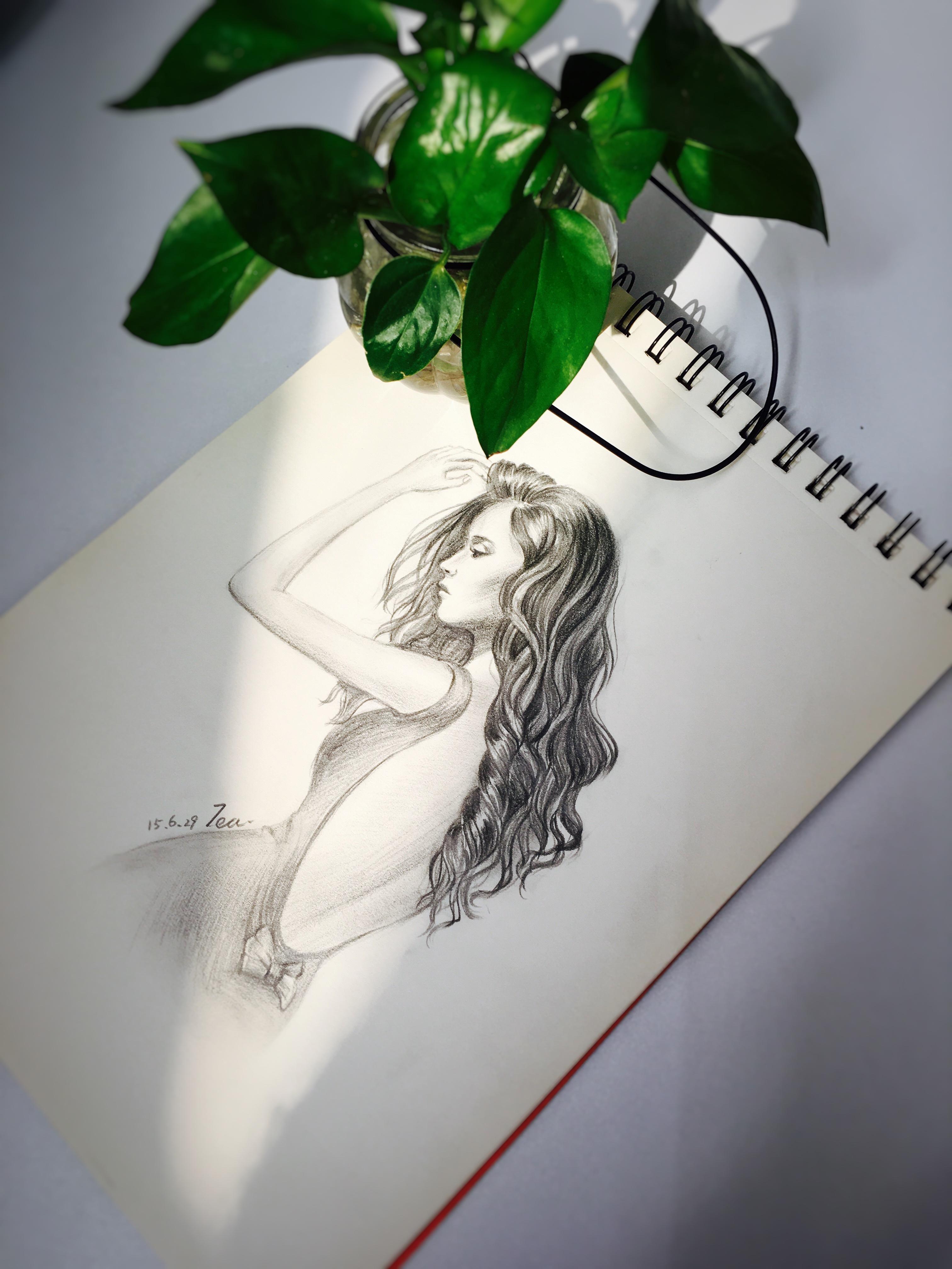 快速素描长发美女图片