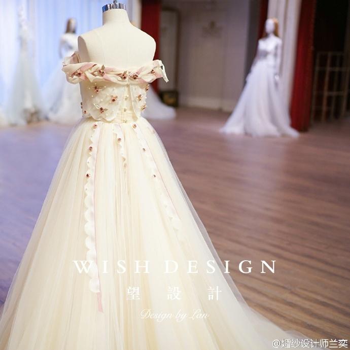 查看《婚纱也可以很少女,兰奕的小玫瑰》原图,原图尺寸:690x690