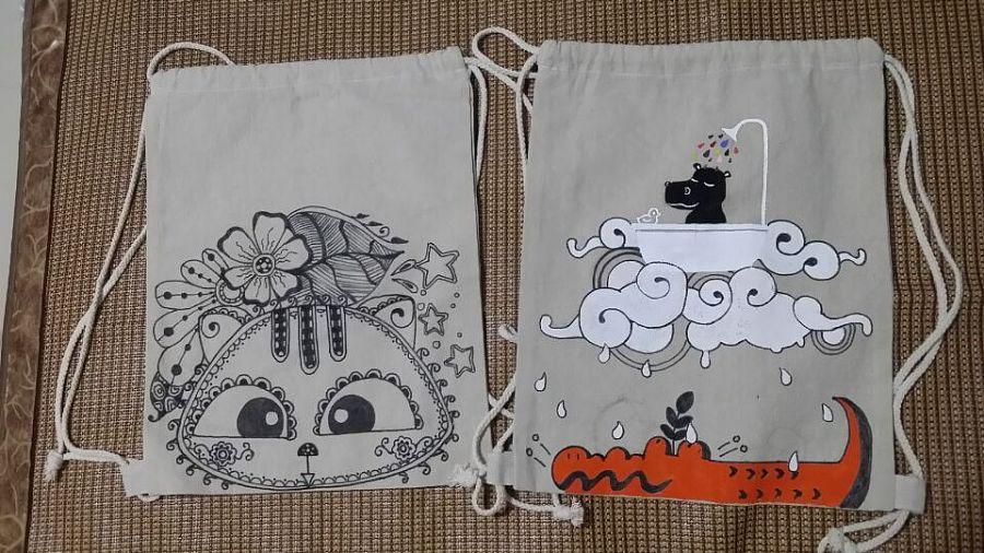 一些创作的手绘包包和装饰木片