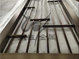简约仿古铜穿管式不锈钢屏风隔断更大气