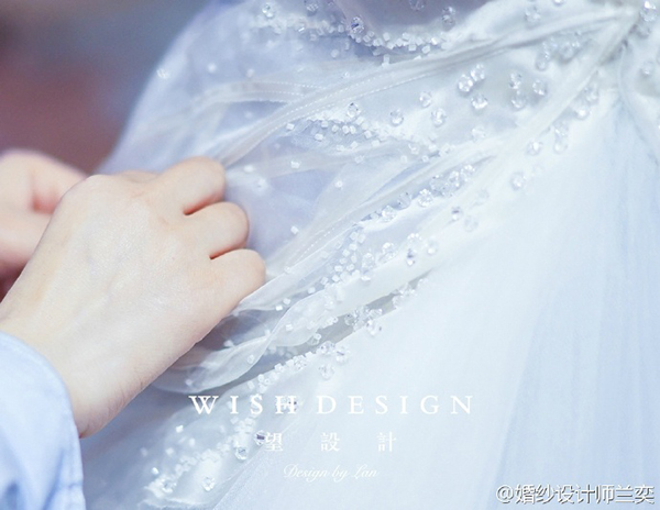 查看《蓝色蝴蝶婚纱》原图,原图尺寸:600x464