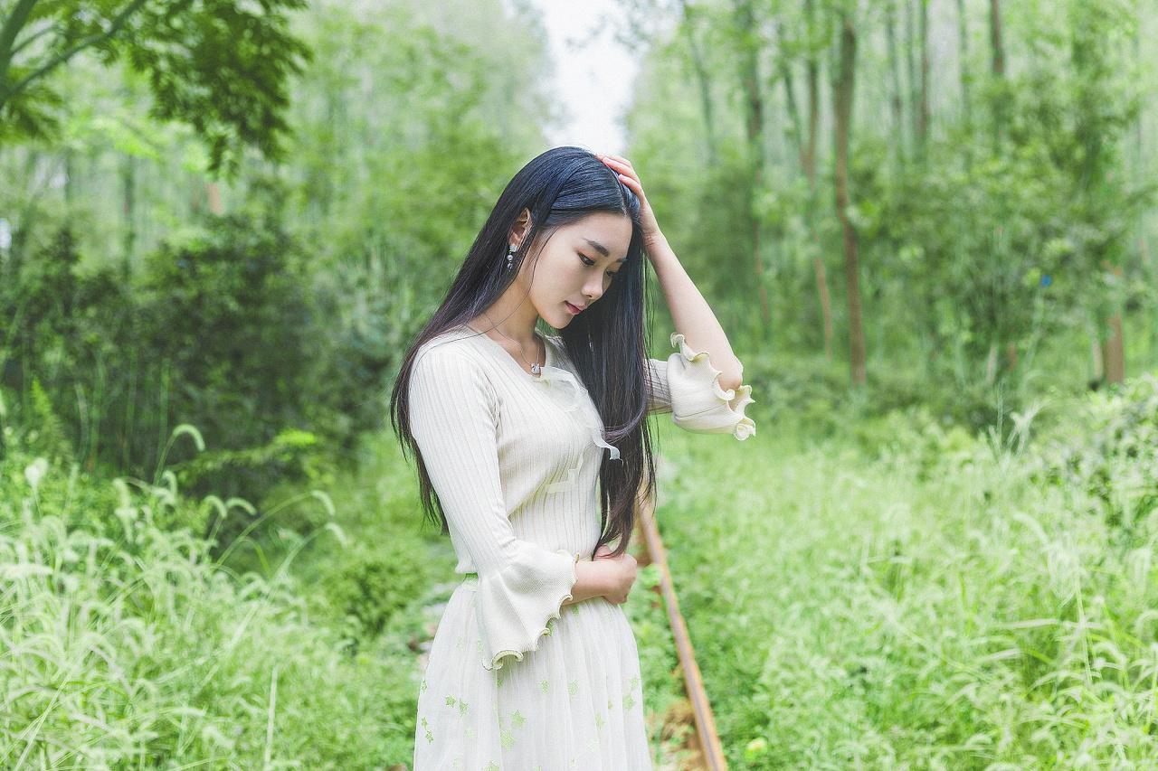 森林少女唯美日系小清新人像摄影图片