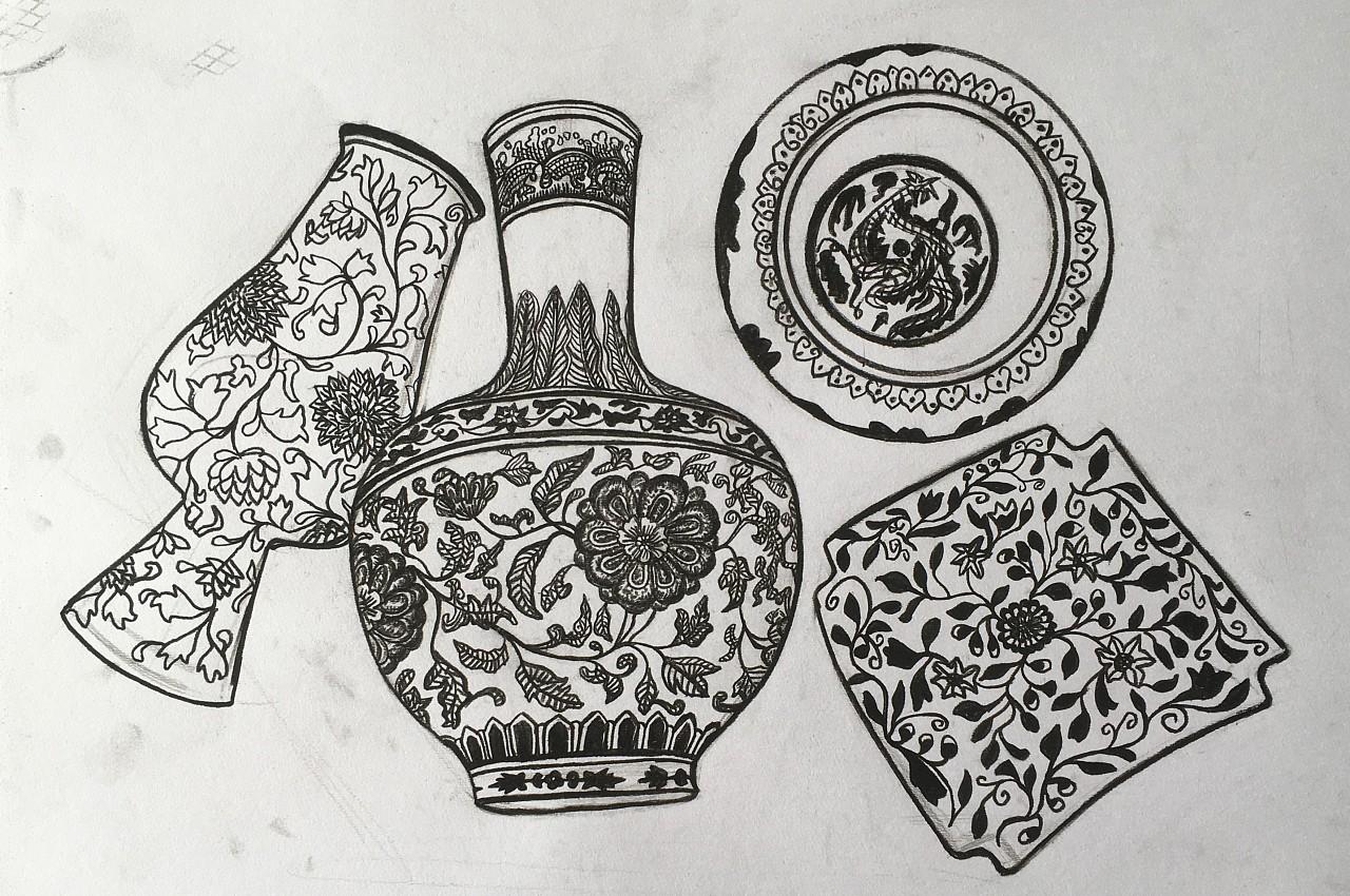 老师让我用线描的形式尝试勾勒出青花瓷的外表样式,用了较黑的14b以