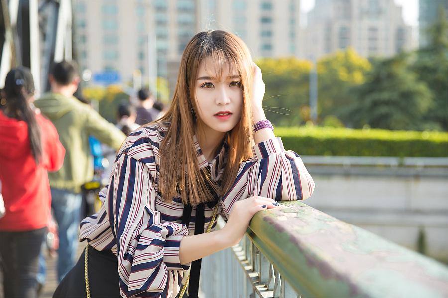 四月外滩人像人像摄影/上海源 美女 v人像 程阅川总裁美女老婆图片
