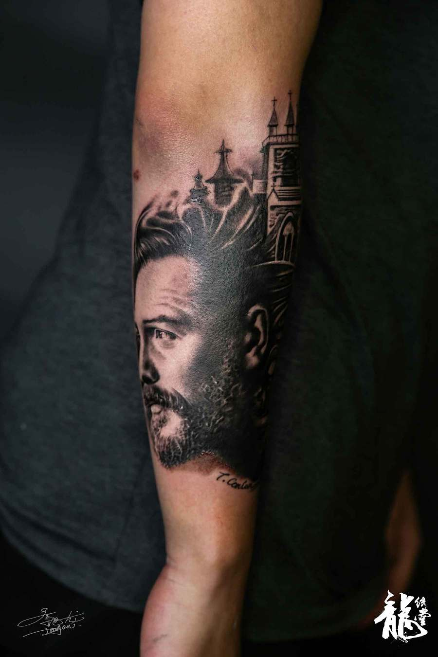 小臂创意人物古堡暗黑写实风格纹身|手办/原型图片