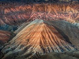 新疆泥火山地貌