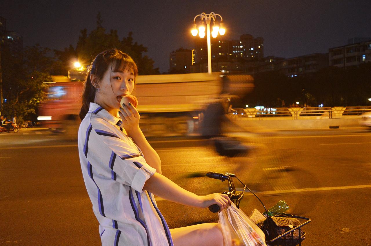 《成都》骑着小黄车的那个女孩