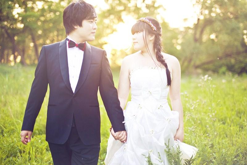 我们的婚纱照 森林系图片