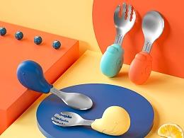 【母婴用品】宝宝恐龙短柄叉勺套装详情渲染设计