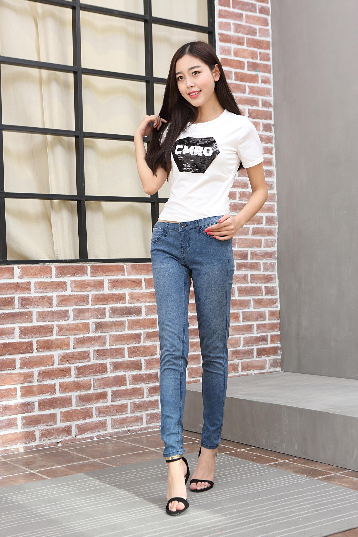 韩国模特网拍淘宝产品牛仔裤女装 T恤外景拍摄拍照摄影专业摄影