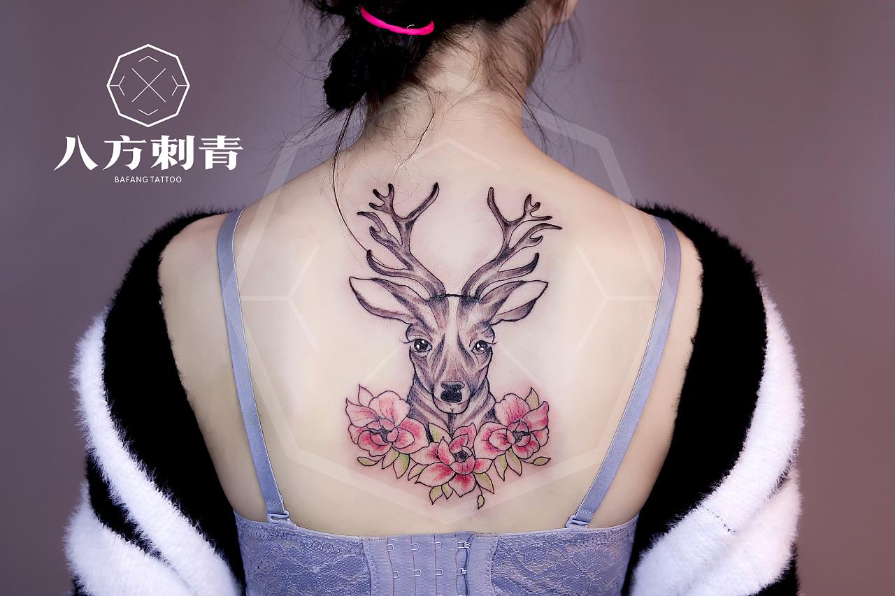 女生小清新后背鹿头纹身图案