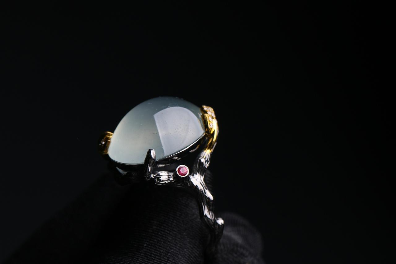 蚂蚁创意珠宝工作室 电黑工艺 翡翠冰种鸽子蛋戒指图片