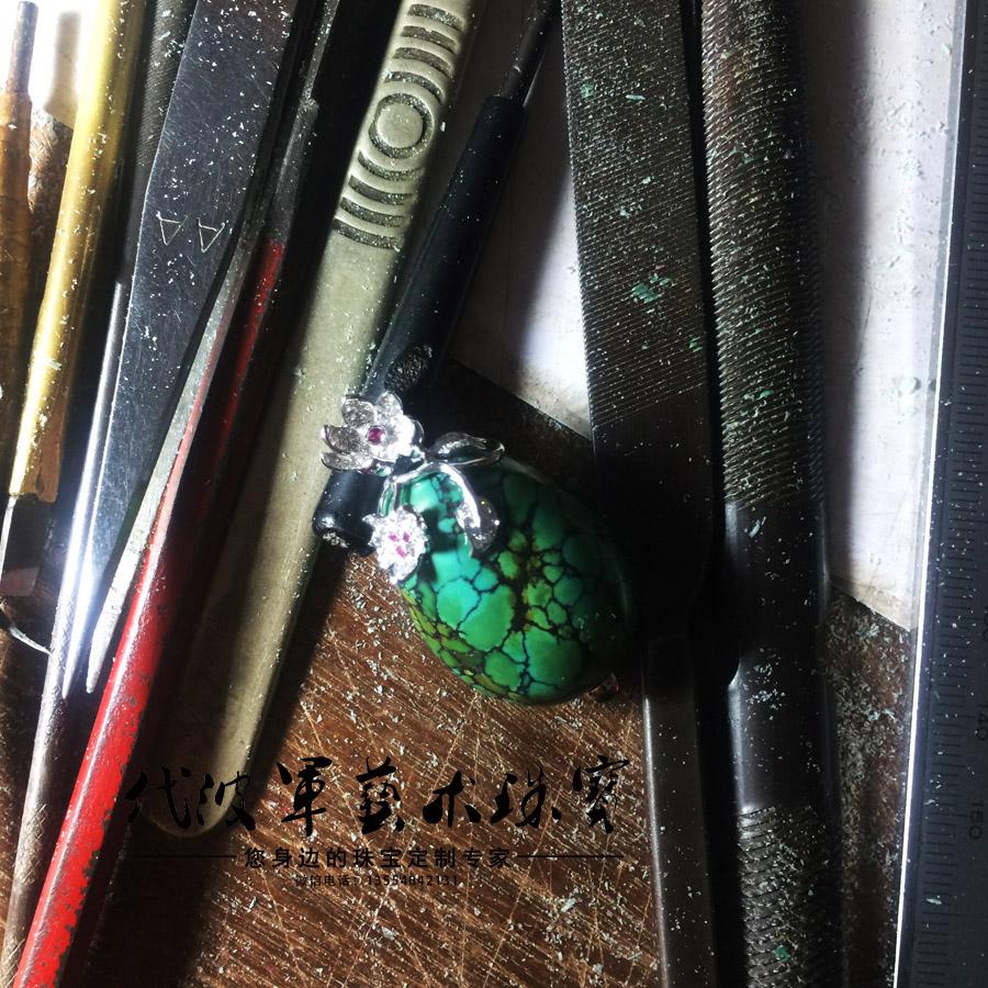 查看《代波军艺术珠宝定制----   一件绿松美丽一个女人作品欣赏》原图,原图尺寸:900x900
