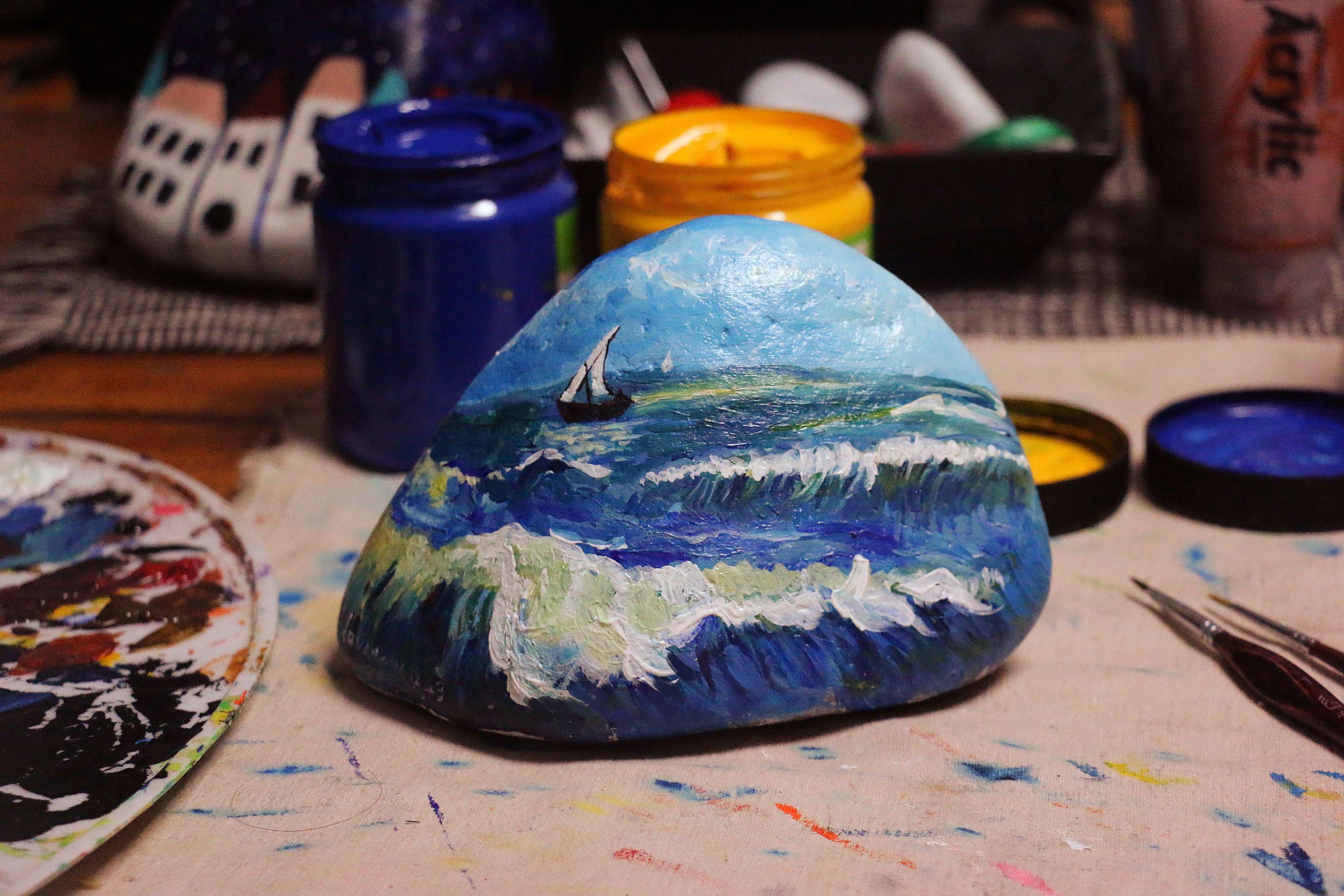 彩绘石头# 为客户画的一个风景图片