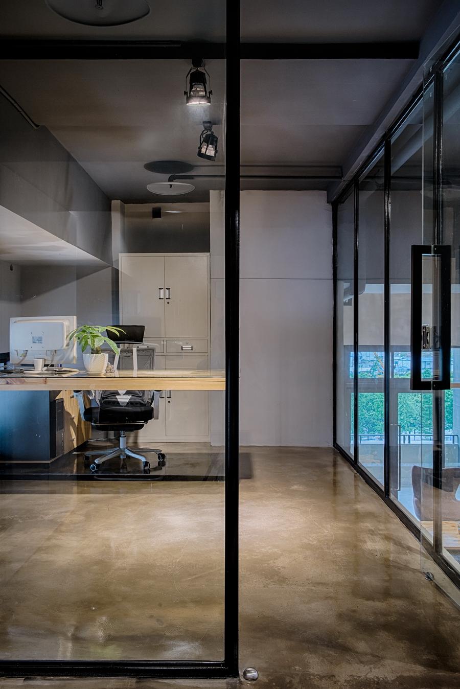 重庆乾誉设计——loft工业风办公室图片