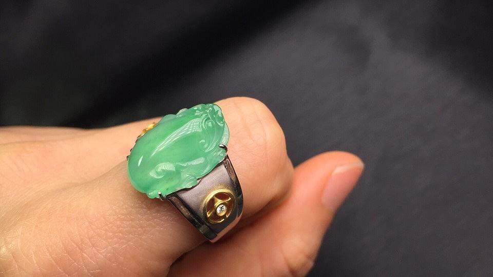 三角金蟾翡翠戒指——龙掌柜翡翠