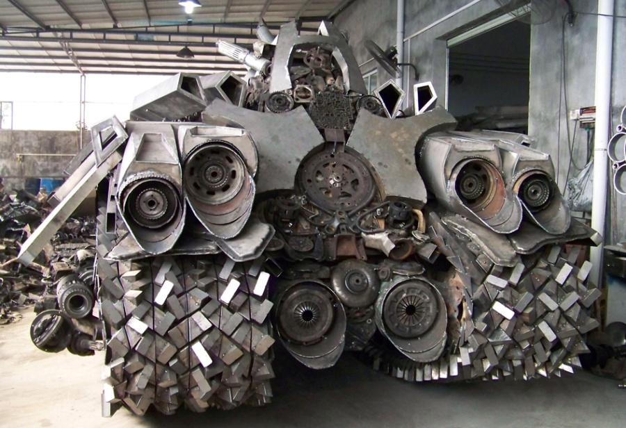 查看《铁的传奇为关注我们的朋友奉上新年大餐:4.5米长3.2米宽2.5米高的威震天坦克》原图,原图尺寸:945x647