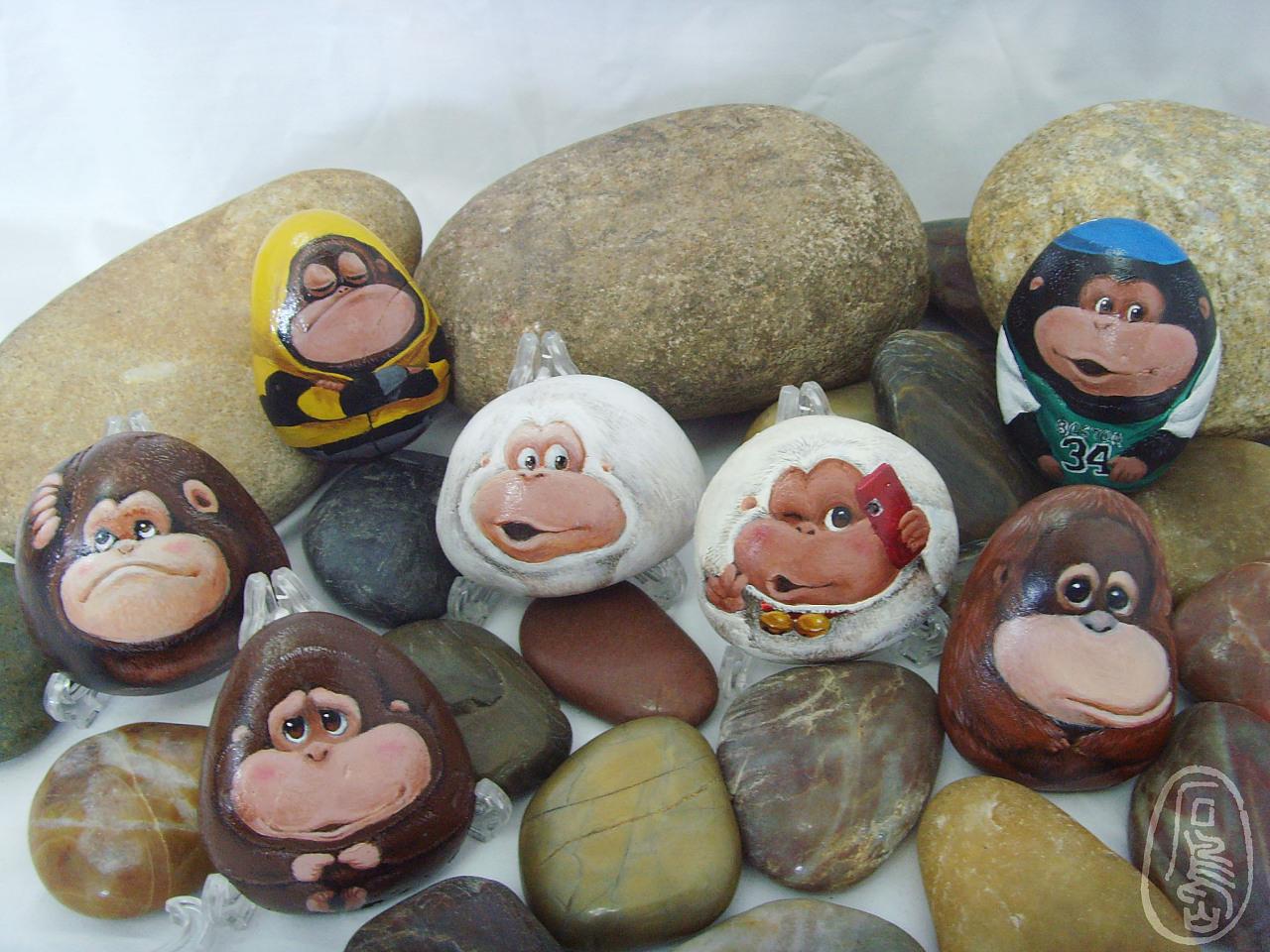 我的石头彩绘作品—吉猩家族图片
