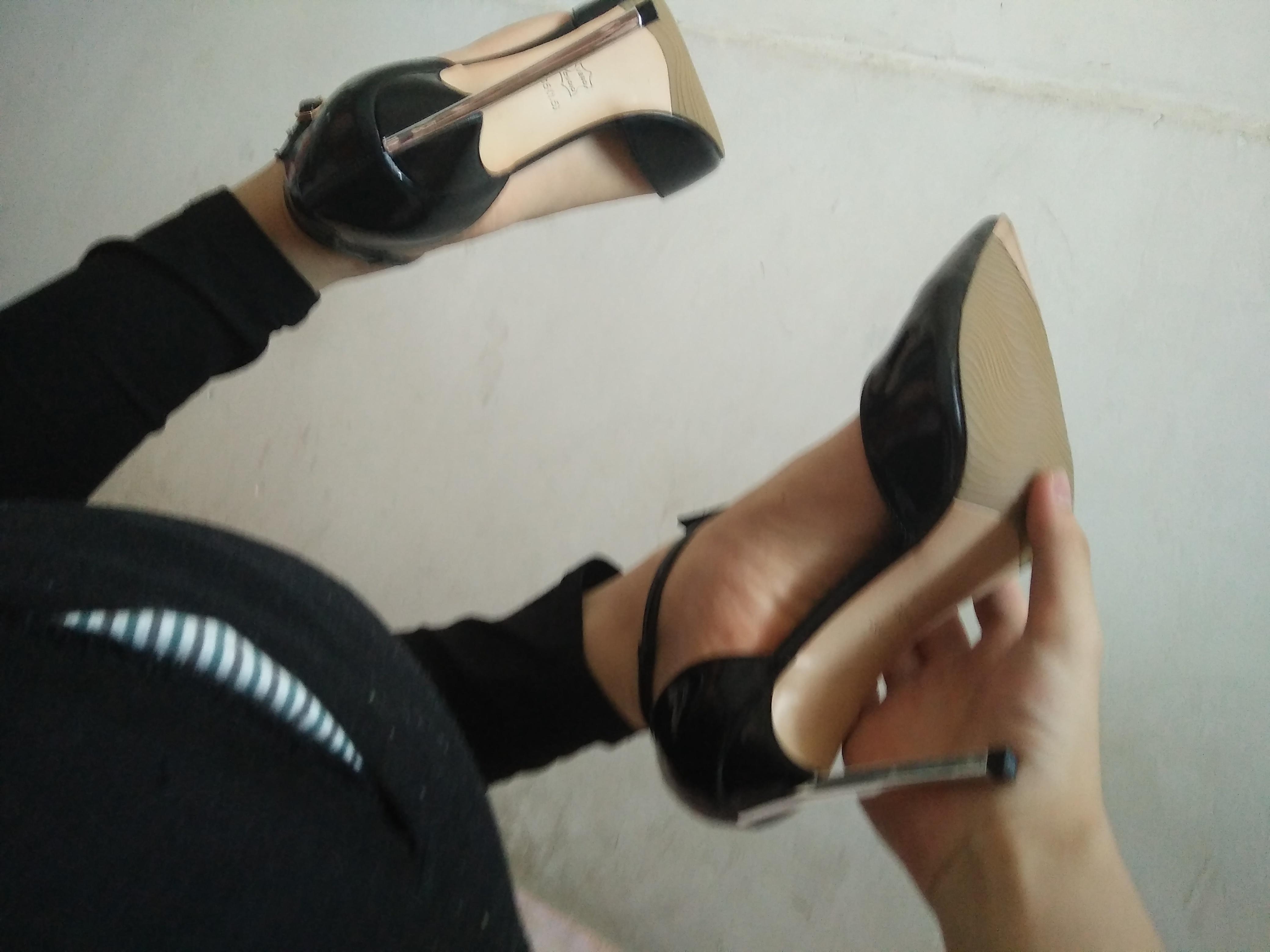 梦见自己穿高跟鞋是什么意思