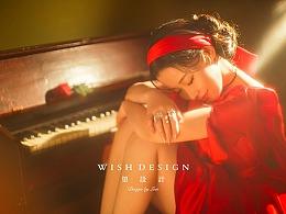 穿红裙的琴房少女