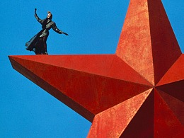 Thierry Mugler   我的设计只是想脱离人体的束缚,如做梦一般。