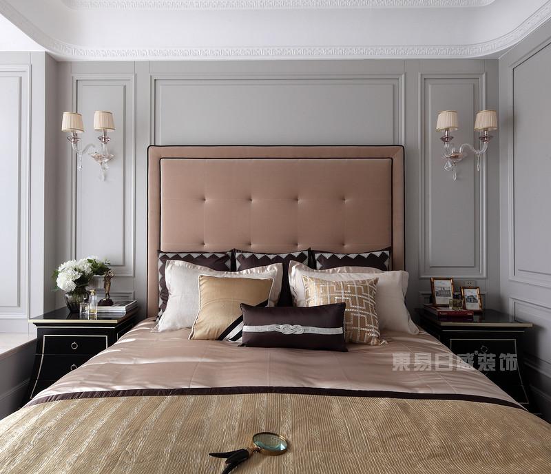 设计师在色调上采用大胆的高级灰为基调,精美,柔和的石膏线,黑色与图片